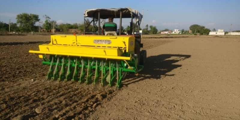 Direct sowing of paddy